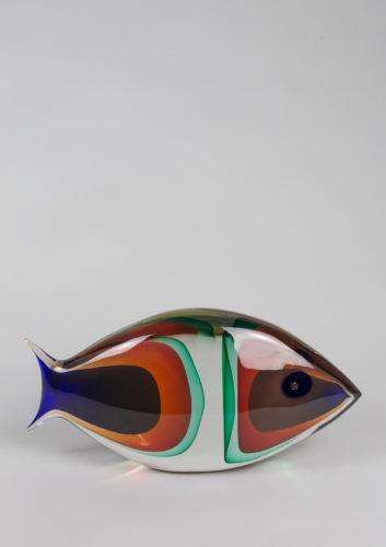 Pesce grande blu rosso verde marino